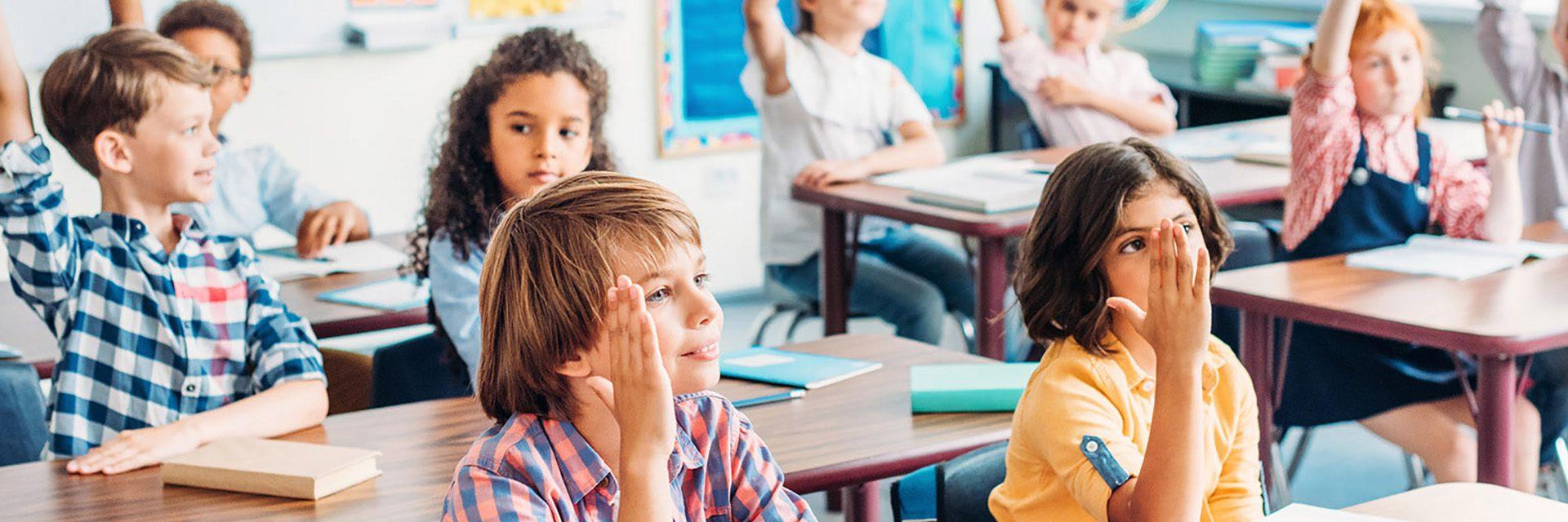 Barn i skolbänk